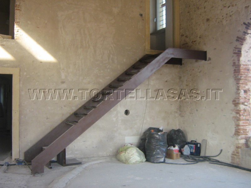 Tortella fabbro verona scale per interni ed esterni in ferro - Scale per esterno in muratura ...